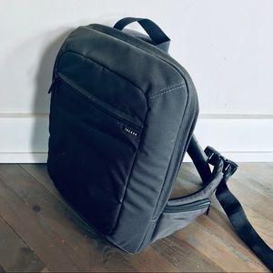 InCase Single Strap Black Laptop Bag Backpack